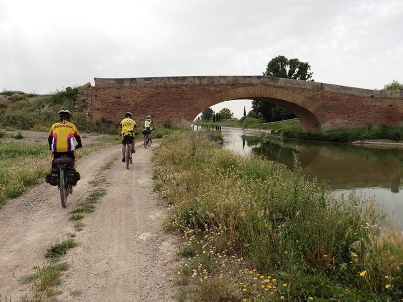 Canal Imperial de Aragón.
